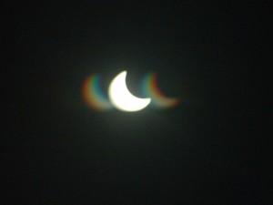 Der Mond schiebt sich vor die Sonne