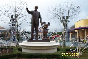 Bronzefigur von Walt Disney  und Micky Maus (Studios)