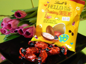 HELLO Oster-Beutel Eier Strawberry Cheesecake 85g, 2,89€