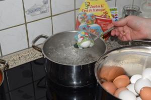 Einfach das Ei in die Banderole legen...