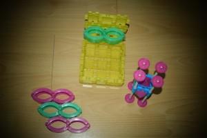 Das Schulprojekt  (unten rechts) Und die Box mit den Brillen