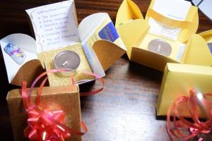 Bei uns kommen die kleinen Geschenke gerade sehr gut zum Advent an, als kleine Aufmerksamkeit unter Nachbarn